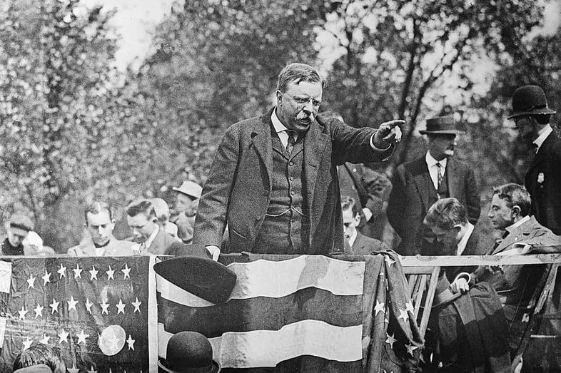 Теодор Рузвельт обращается к толпе