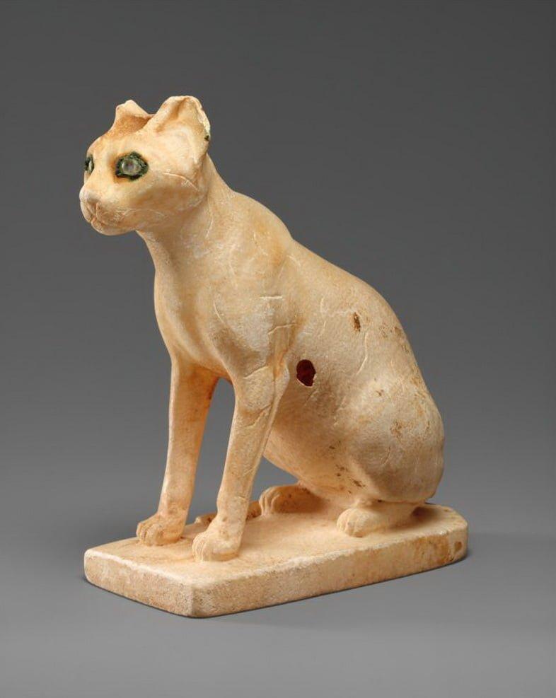 Косметический сосуд в виде кошки, датируемый Древним царством Египта