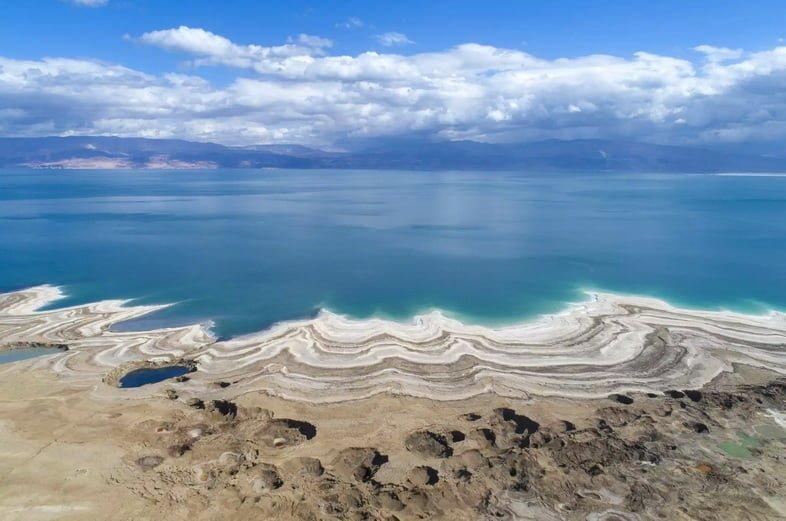 Вид с воздуха на Мертвое море