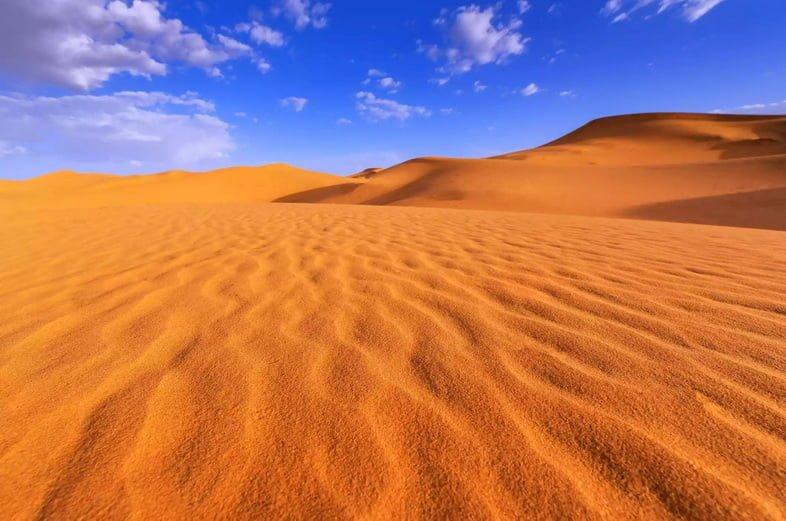 Вид на пустыню Сахара и небо над Марокко.