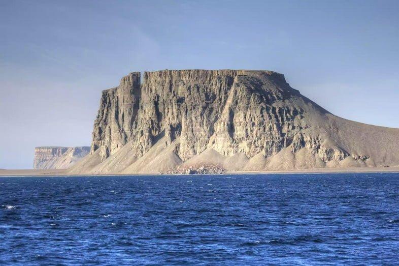 Вид на остров Девон с воды