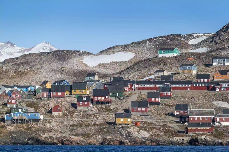 Дома в городе Иллоккортоормиут, Гренландия