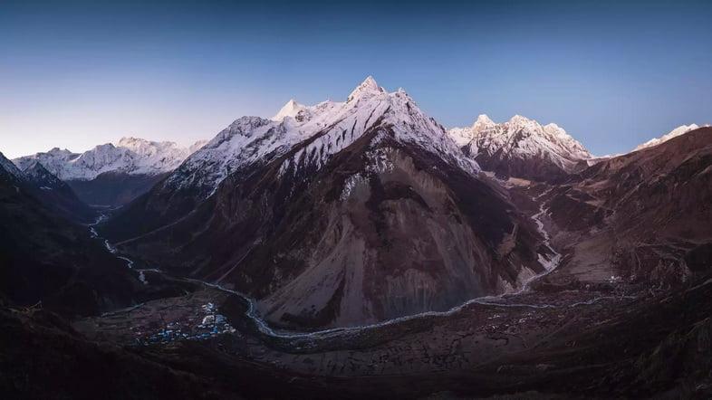 Гора Манаслу от Самдо Ри в Непале