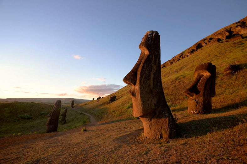 Монолитные статуи коренных народов на острове Пасхи, Чили
