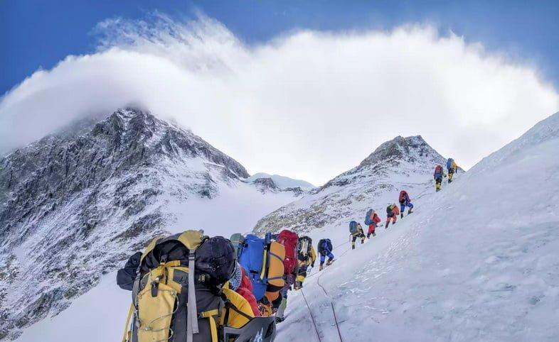 Группа альпинистов на Эвересте