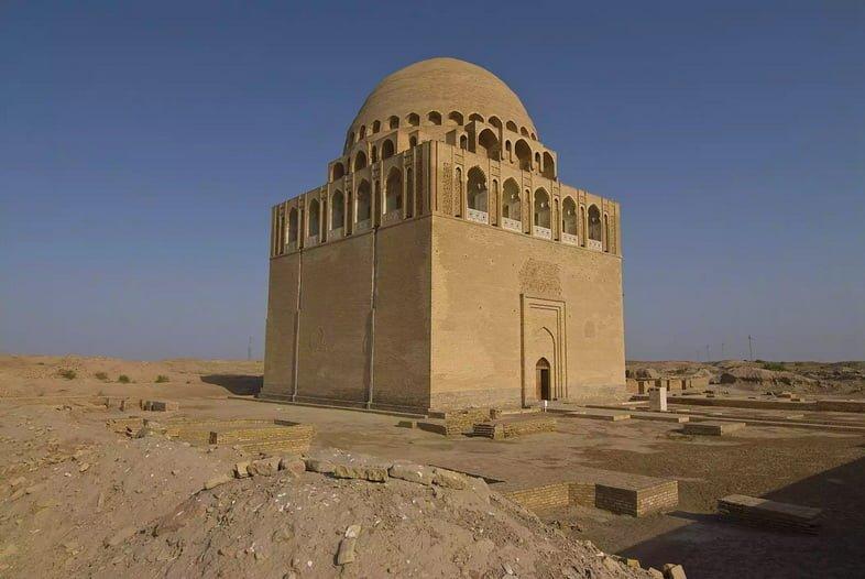 Могила сельджукского султана Санджара в древней столице Мерв, ныне в Туркменистане.