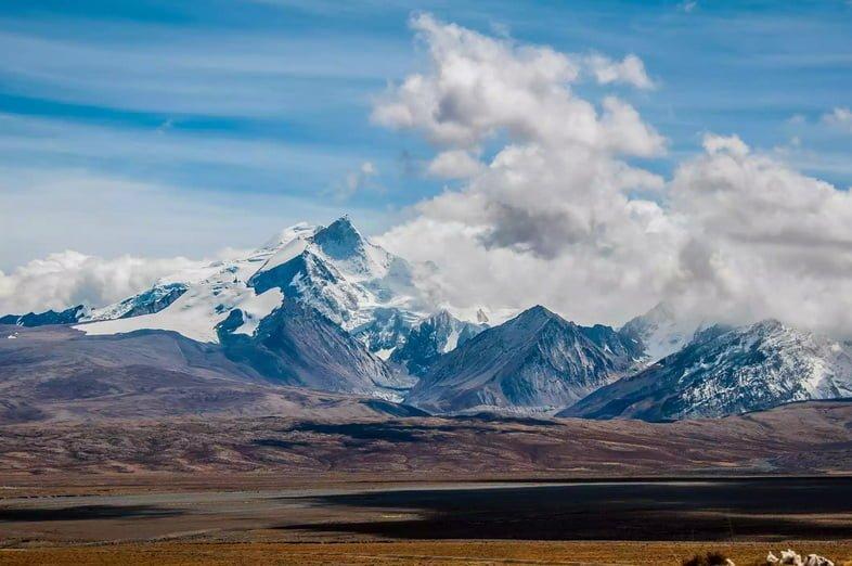 Гора Шишабангма в Нгали, Тибет