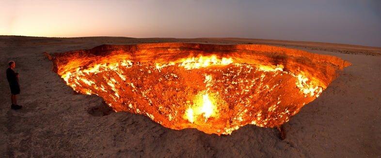 Газовый кратер Дарваза, или врата в преисподнюю, в Туркменистане