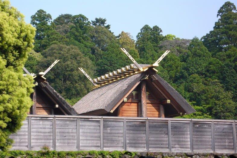 Священные синтоистские святыни в Японии закрыты забором