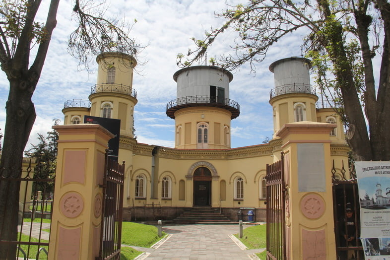 Три башни астрономической обсерватории в Кито, Эквадор