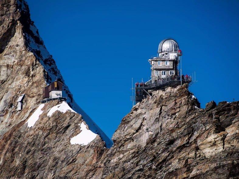 Обсерватория Сфинкс на крутых склонах Швейцарских Альп.