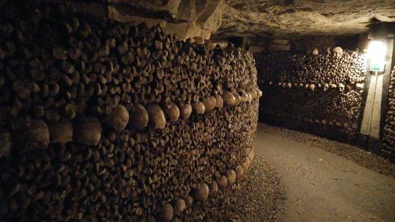 Захоронение умерших – Катакомбы Парижа