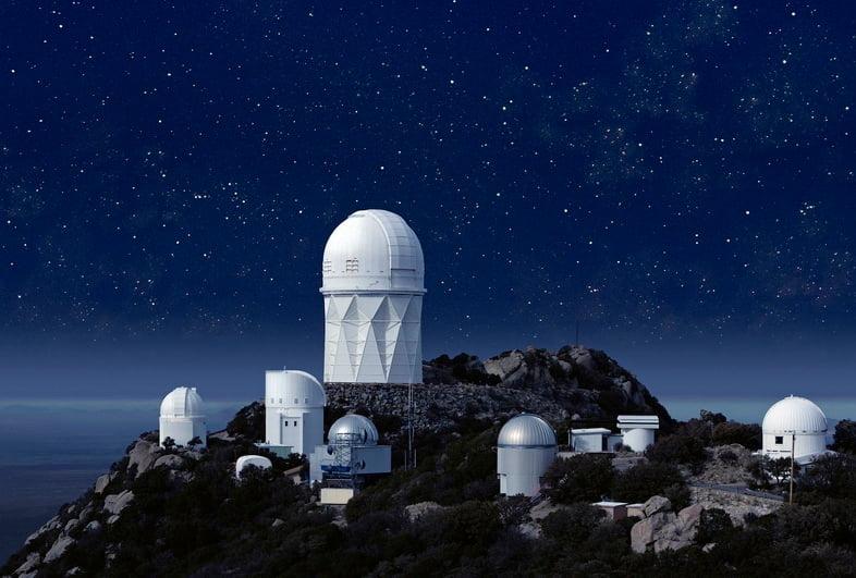 Обсерватория Китт-Пик под звездной ночью