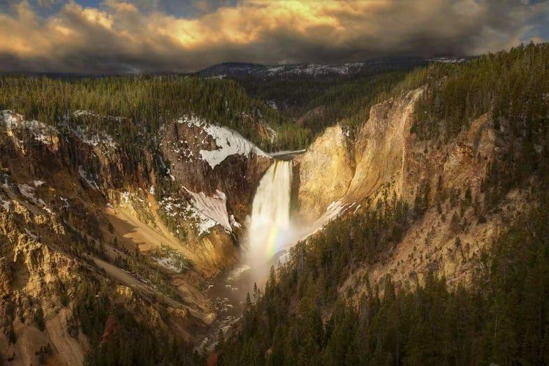 Водопад Лоуэр-Фолс в Йеллоустонском национальном парке