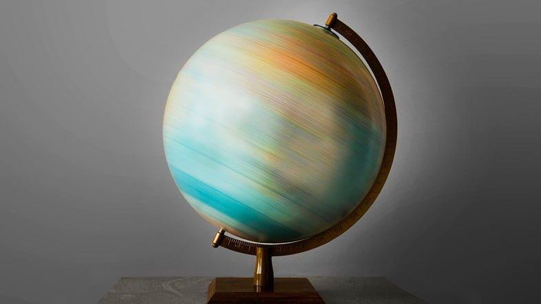 Глобус вращается