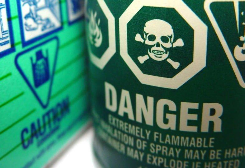 Этикетки с предупреждением о безопасности бытовых опасных отходов