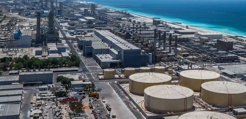 Современная опреснительная установка на берегу Персидского залива в Дубае