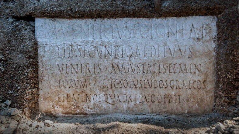 Надпись на гробнице Марка Венерия Секундио