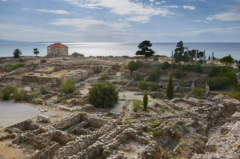 Библ, археологические раскопки в Ливане, с видом на Средиземное море