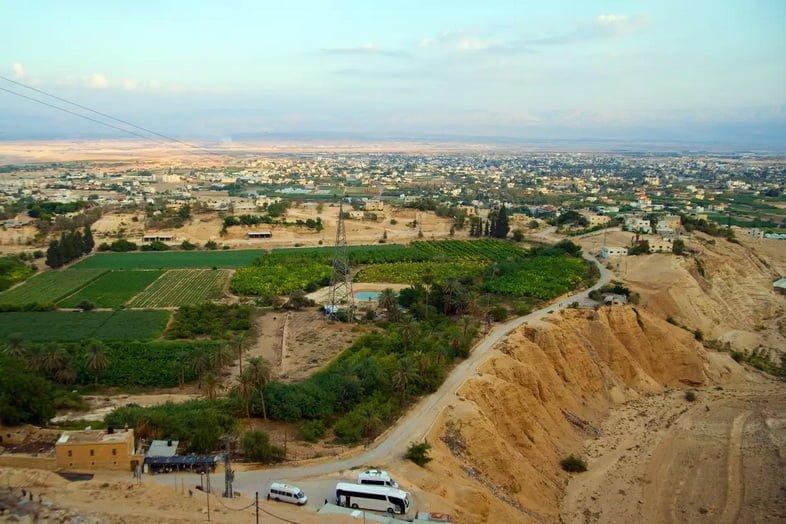 Вид с воздуха на гору Искушения, Иерихон, Западный берег