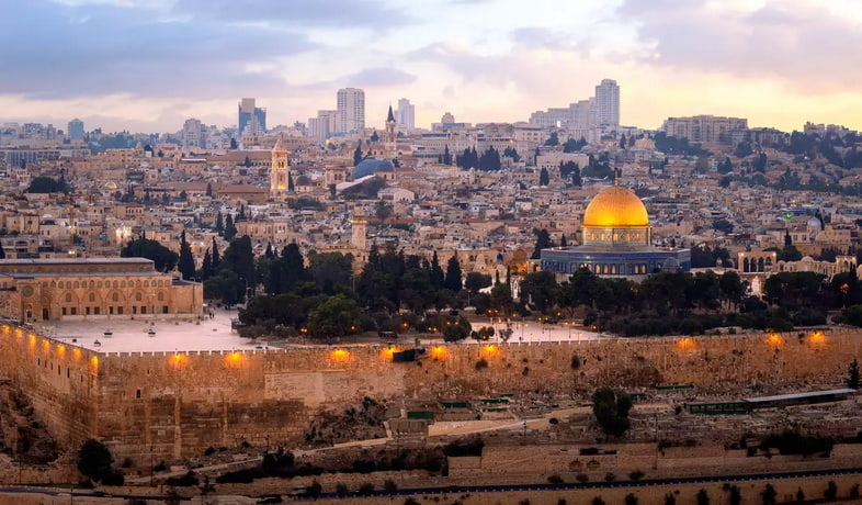 Купол Скалы, Храмовая гора, на фоне современного Иерусалима