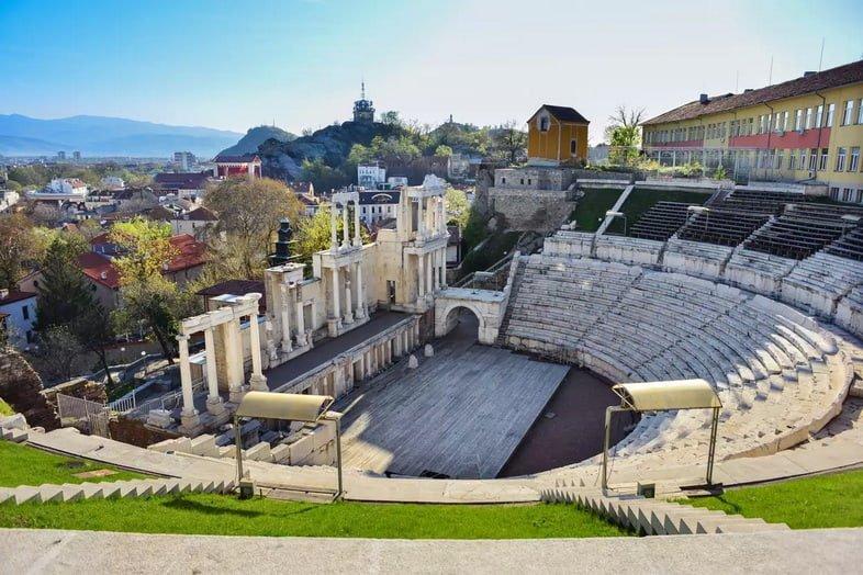 Древний театр Филиппополя, историческое здание в центре города Пловдив, Болгария