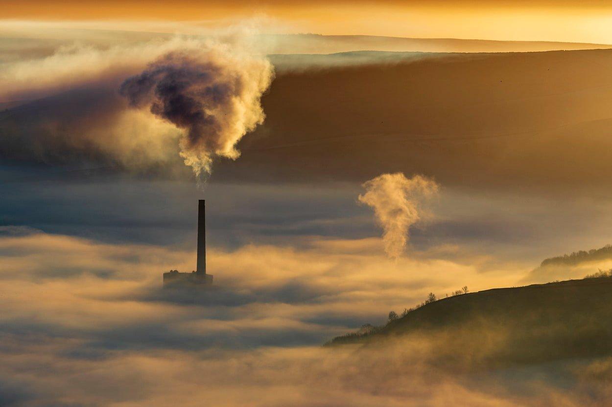 Загрязнение воздуха на восходе солнца, Каслтон, Дербишир, Пик Дистрикт, Великобритания
